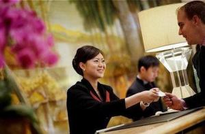 hotel_worker_3